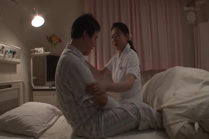 对在住院地工作的姑母不能忍耐请求勃起 三浦恵理子