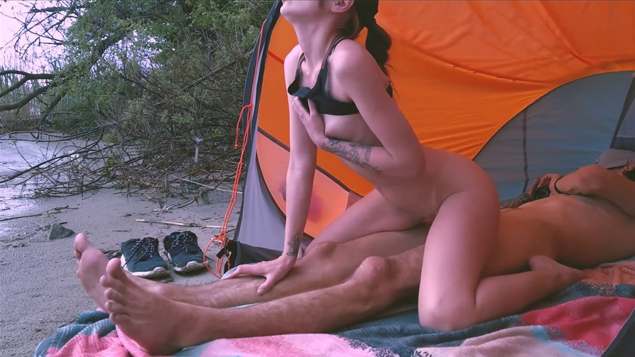 [pornhub精选] Hot Fuck in Nature with a very Hot Girl in the Position of Reverse